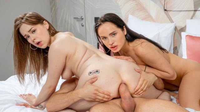 В офисе брюнетка трахается с красавчиком