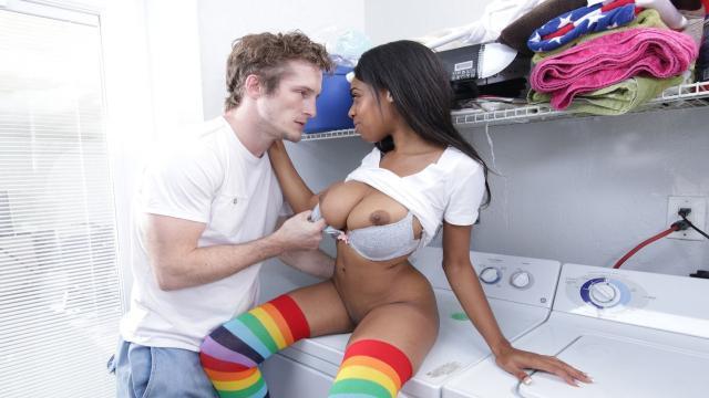 Преподаватель воспользовался киской рыжей студентки