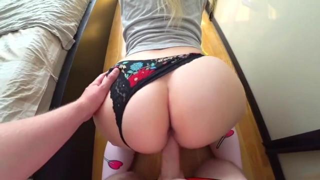 Смазливая секретарша чпокается с чуваком